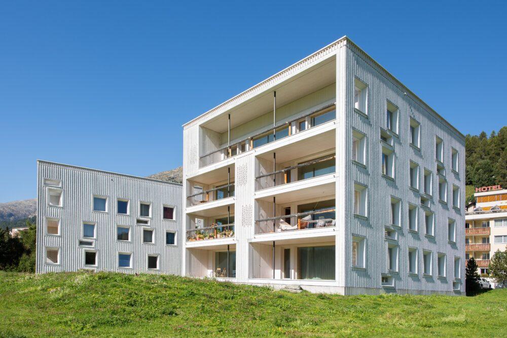 Mehrfamilienhaus, Champfèr, GR IV-Fenster